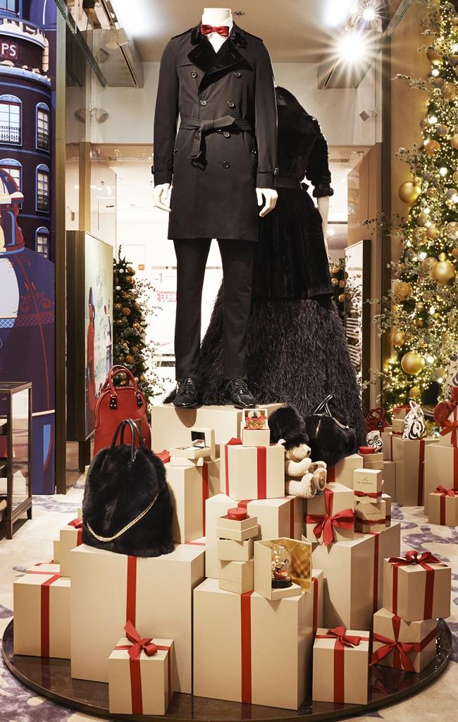 7 _The Magical Christmas Journey by Burberry_ - Atriu_004b