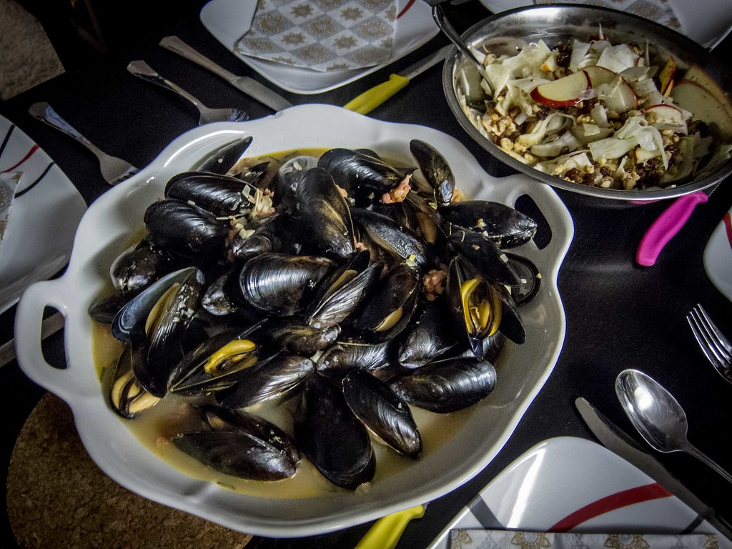 Mussels with Italian Sausage and White Wine