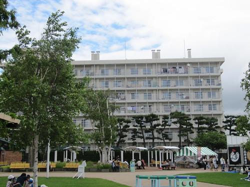 函館競馬場の風の広場を見下ろす駒場団地