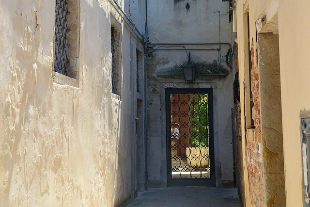lovely dead end in a Venetian alleyway