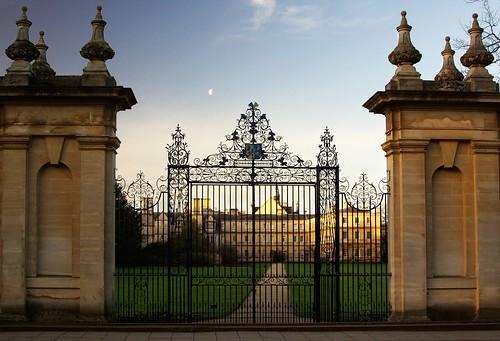 england sky moon architecture sunrise garden golden university gates trinitycollege lawn oxford universityofoxford