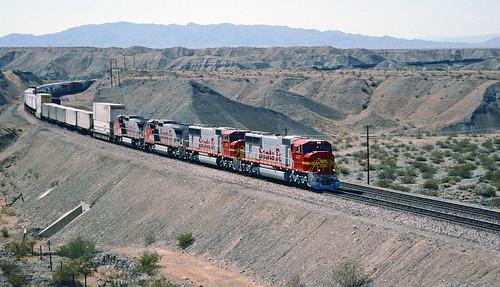 santafe locomotive needles piggyback freighttrain emd intermodal atsf needlesca sd75m piggybacktrailers santafe227 campmoabiroad sixaxles atsf227