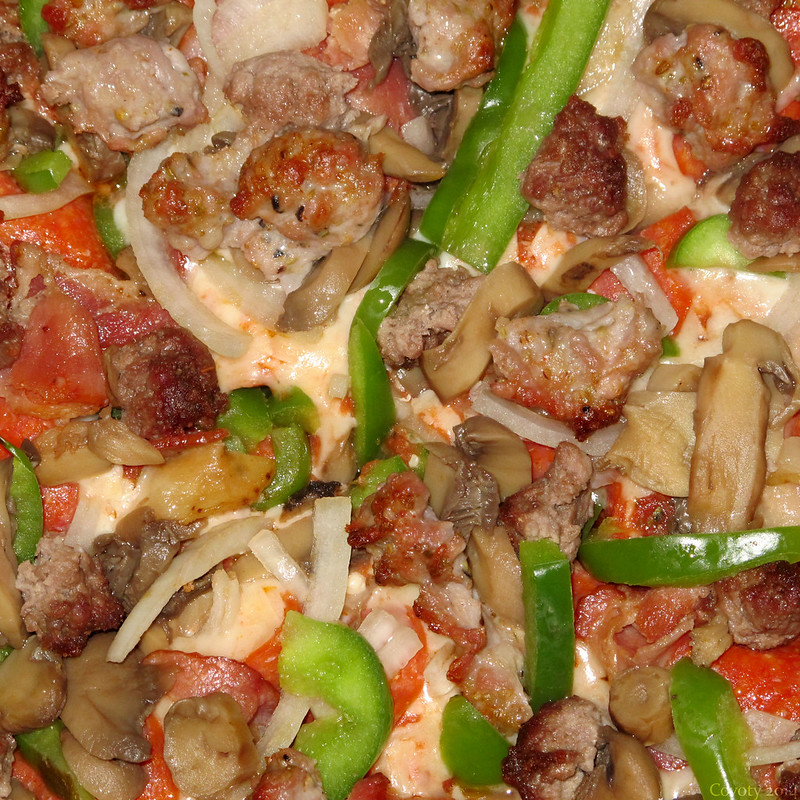 Pitta Gourmet Special Pizza close-up