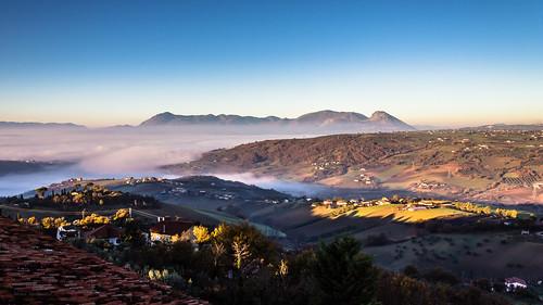 italy fog canon landscape campania alba hills 1855 nebbia paesaggio colline benevento dormiente 600d sannio paduli