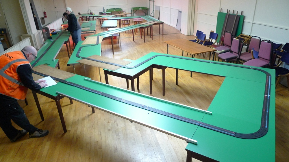 how to make 4 lane scalextric track