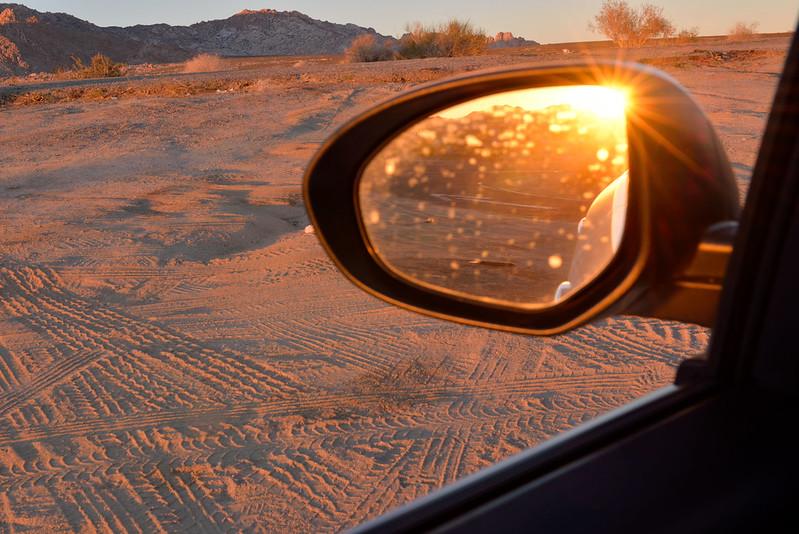 【太陽都下山了】回報租車公司後,大概等了兩個小時終於得到救援,雖然花了點時間,總比困在沙漠裡過夜來得好