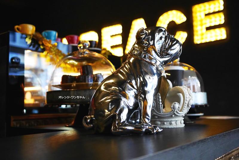 16178809966 aed964c4a2 c - LOVE PEACE CAFE │西屯區:超華麗工業風咖啡空間~黑白條紋店貓COOPER假日當家~還有老闆單人製作美麗拉花特調咖啡加精緻限量手作甜點
