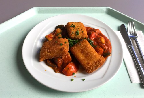 Baked polenta slices with ratatouille / Gebackene Polentaschnitten mit Ratatouille
