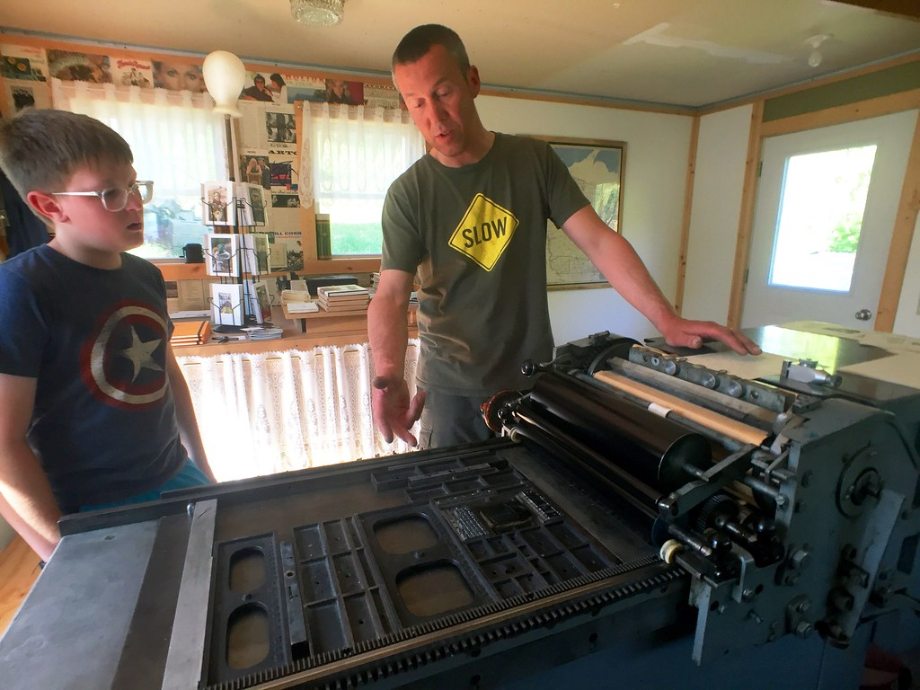 day 4341:  learnin' 'bout letterpressin' on a local arts tour.
