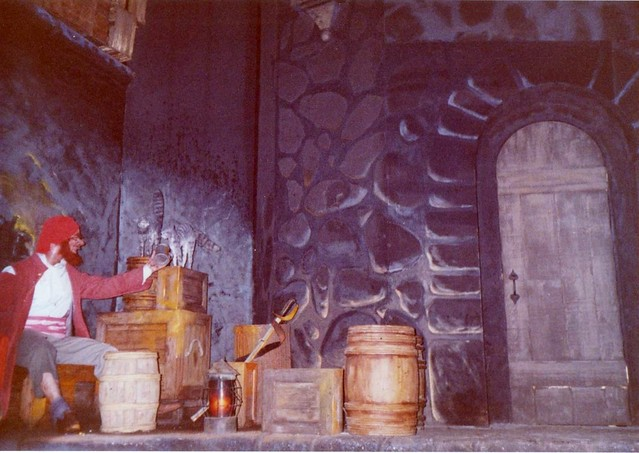 Disneyland in the 80's & 90's - Pirates of the Caribbean (4)