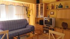 Gran salón comedor con terraza acristalada. Situado en la Calle Maravall. Solicite más información a su inmobiliaria de confianza en Benidorm  www.inmobiliariabenidorm.com