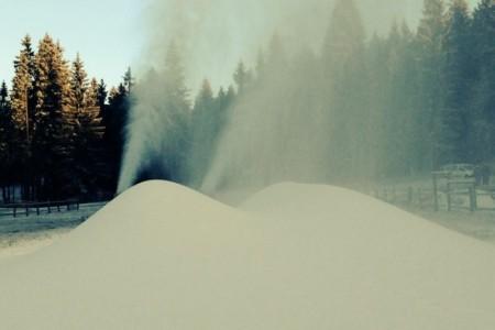 V Bedřichově se vyrábí technický sníh pro úvodní závody Skitour