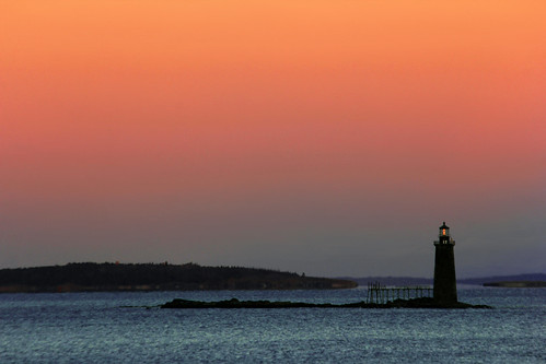 ocean light sunset lighthouse me portland island bay lighthouses maine ledge portlandmaine elliot ram casco portlandme cascobay ramislandledgelight gilfix ramislandlight elliotphotos