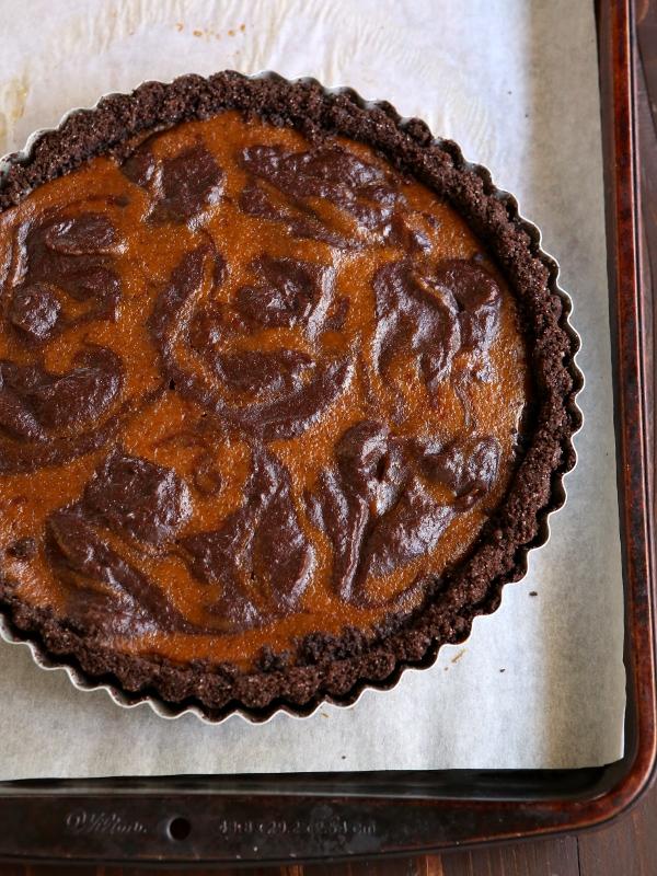 Chocolate Swirl Pumpkin Tart with Chocolate Cookie Crust | completelydelicious.com