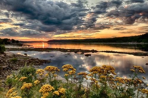 sunset canada canon river landscape quebec 7d fjord paysage saguenay coucherdesoleil chicoutimi québec saguenaylacstjean rivière ef1635mmf28liiusm saguenaylacsaintjean paysagedusaguenay saguenaylandscape royaumedusaguenay