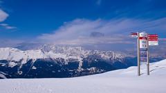 Trawers ośrodka narciarskiego Verbier. W oddali Mont Blanc.