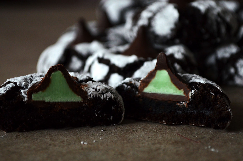 Chocolate Mint Crinkle Kiss Cookies on http://juliettelaura.blogspot.com/