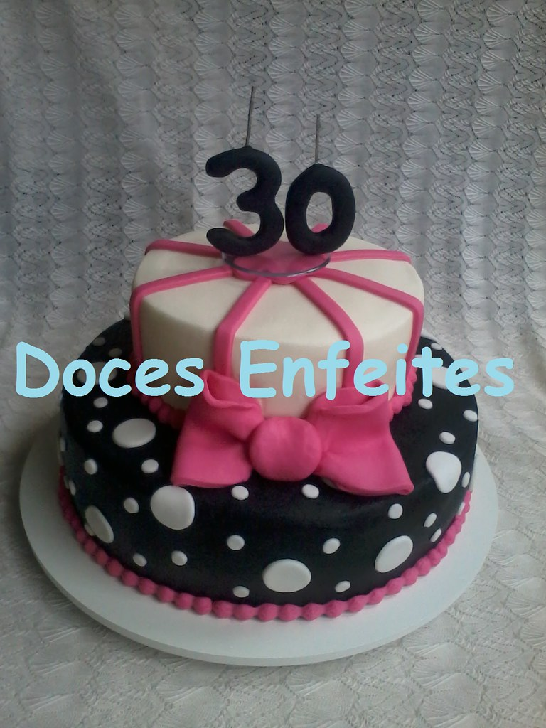 Doces enfeites bolos e biscuits most recent flickr photos picssr festa de aniversario de 30 anos bolo decorado nas cores preto branco e pink altavistaventures Gallery