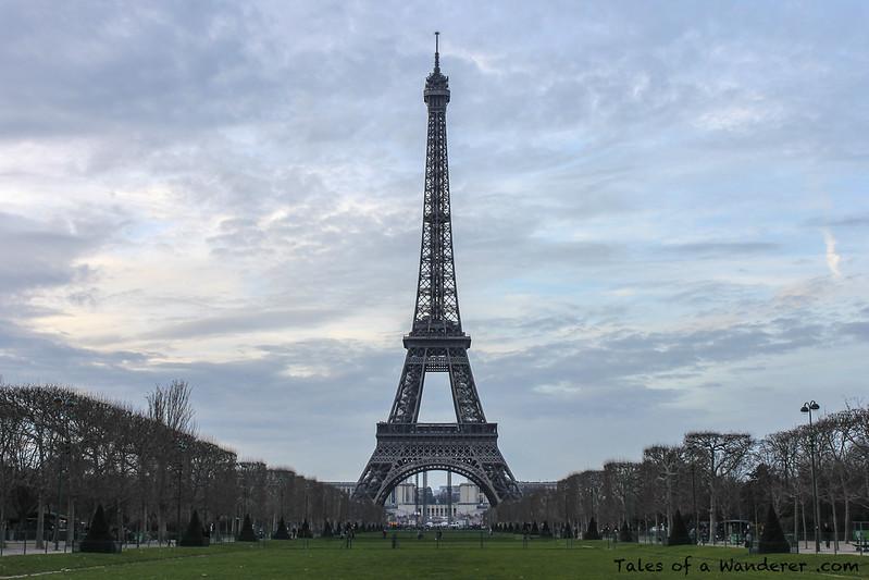 PARIS - Champ-de-Mars - Tour Eiffel