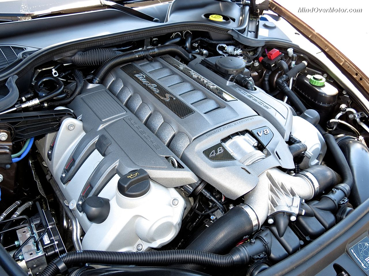 Porsche Panamera Turbo S 570hp V8 Engine