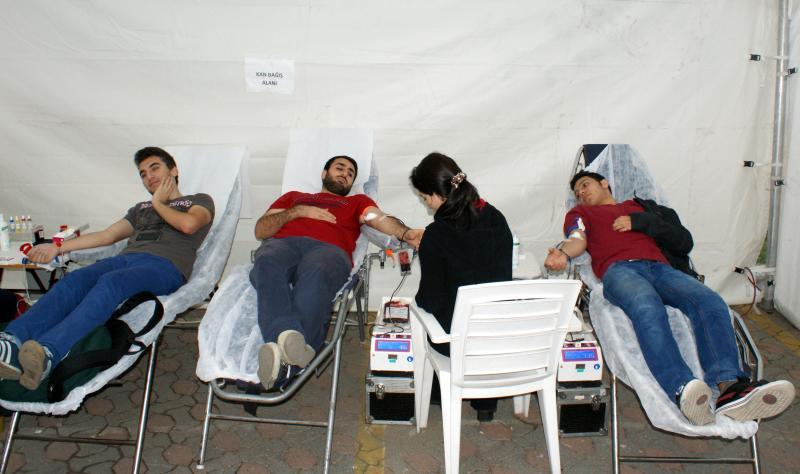 Üsküdar Üniversitesi Sahra Çadırında kan verdi…