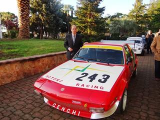 Angelo Genghi insieme alla sua macchina da competizione