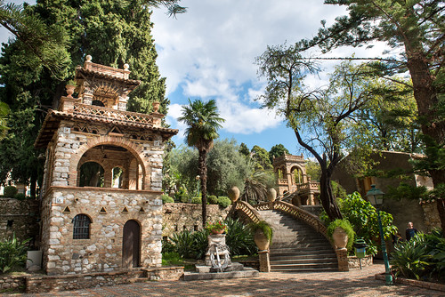 Beehive house in Public Gardens in Taormina // Trip Sicily