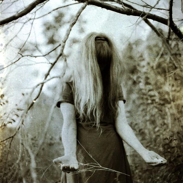 Tunguska RdM - beyond de mirror. de universe in Alice.