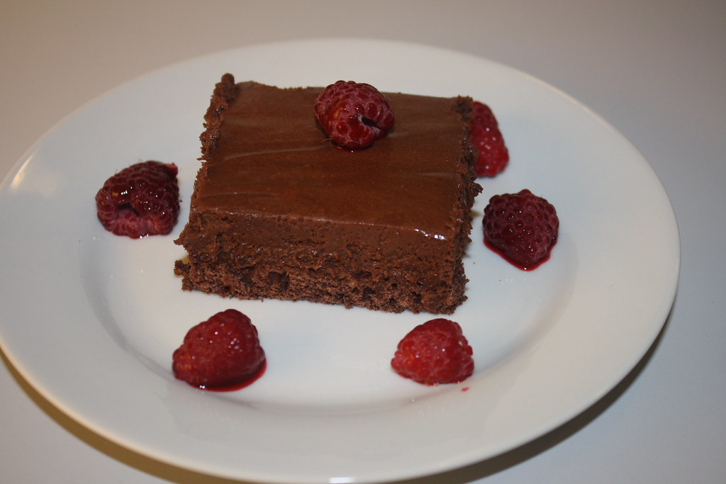 Opskrift på Chokolademousse med nøddebund