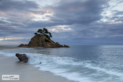 costa sol sunrise de alba catalonia girona cap vermell catalunya blau brava sortida platja daro roig escuma albada
