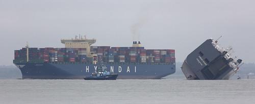 uk ship unitedkingdom isleofwight solent gb aground isle cowes roro iow vehiclecarrier bramblebank hoeghosaka