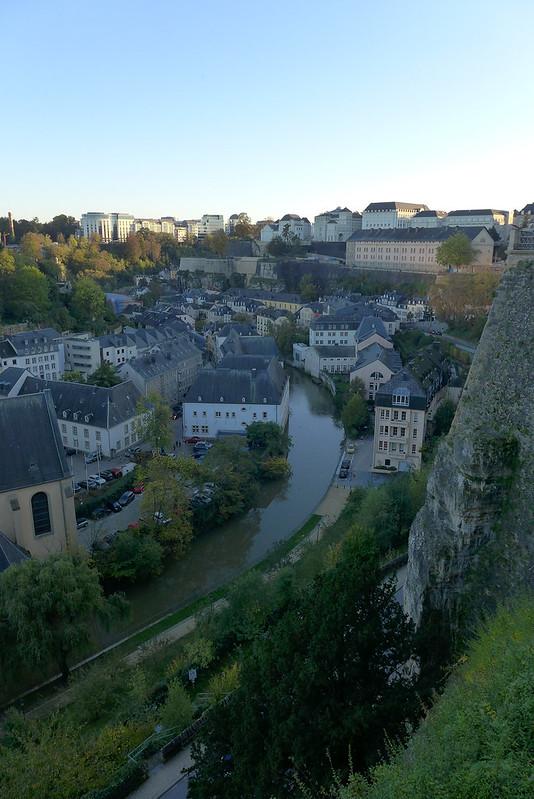 Luxembourg - 12 - Quartier du Grund depuis les casemates du Bock