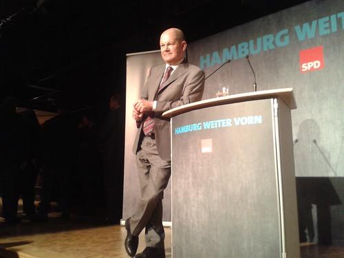 Olaf Scholz im Gespräch im Wahlkreis Harburg im Januar 2015