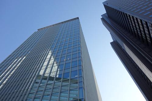 "Shinjuku_16 新宿の ""JR南新宿ビル"" と ""新宿マインズタワー"" の写真。 中央左に聳えるのが ""JR南新宿ビル""。 右端に聳えるのが ""新宿マインズタワー""。"