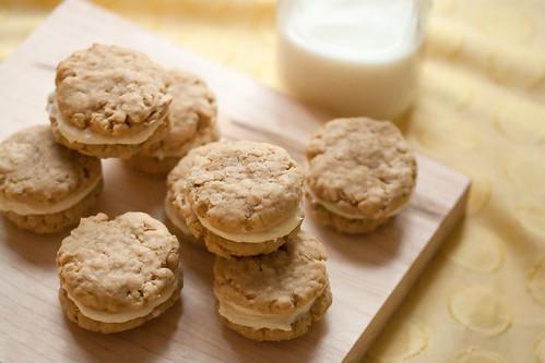 Lemon Oatmeal Creme Cookies