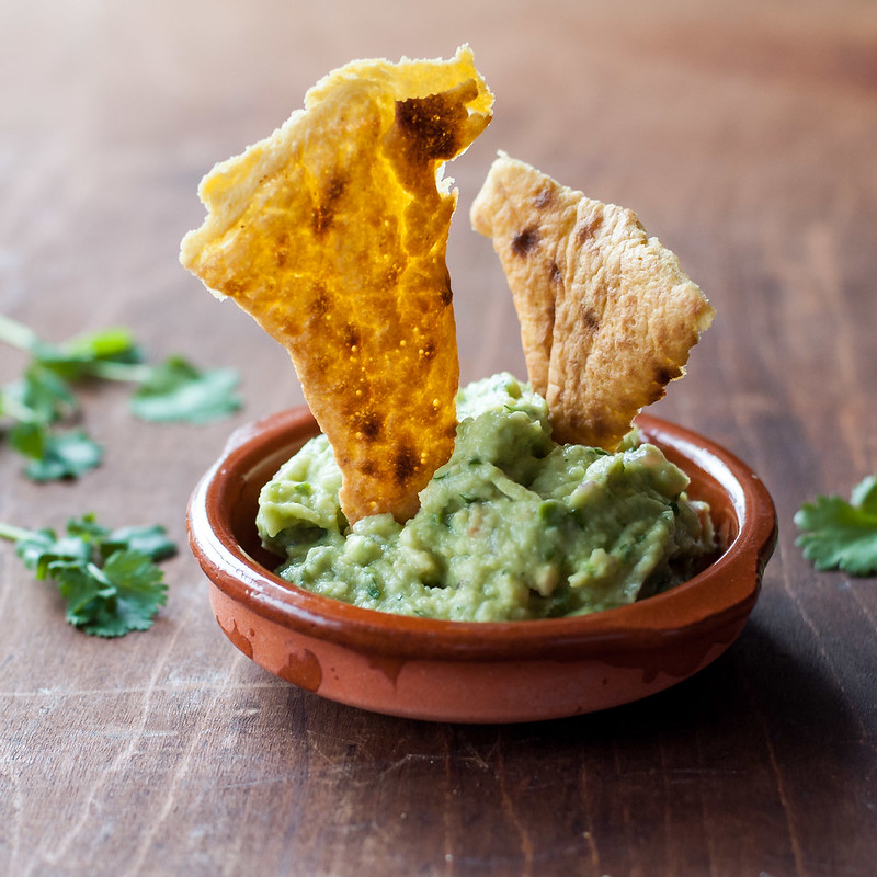 Guacamole and make ahead socca chips | #glutenfree #vegan