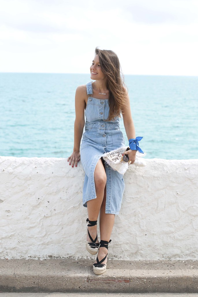 04_denim_overall_dress_bandana_touch