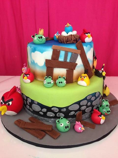 Angry Bird Cake by Tartas Con Encanto