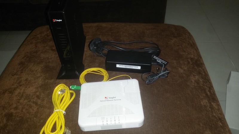 WTS: Singtel ONT + Black Router {FREE}