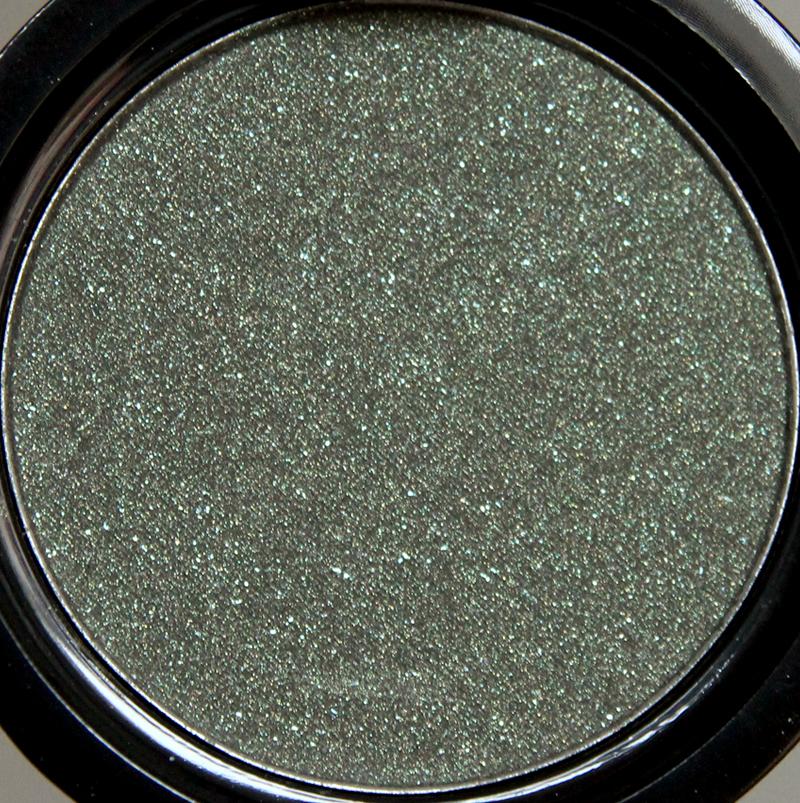 Claudia shimmering olive eyeshadow single1