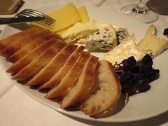 ブラッセリールデュック(六本木) - パンとチーズ