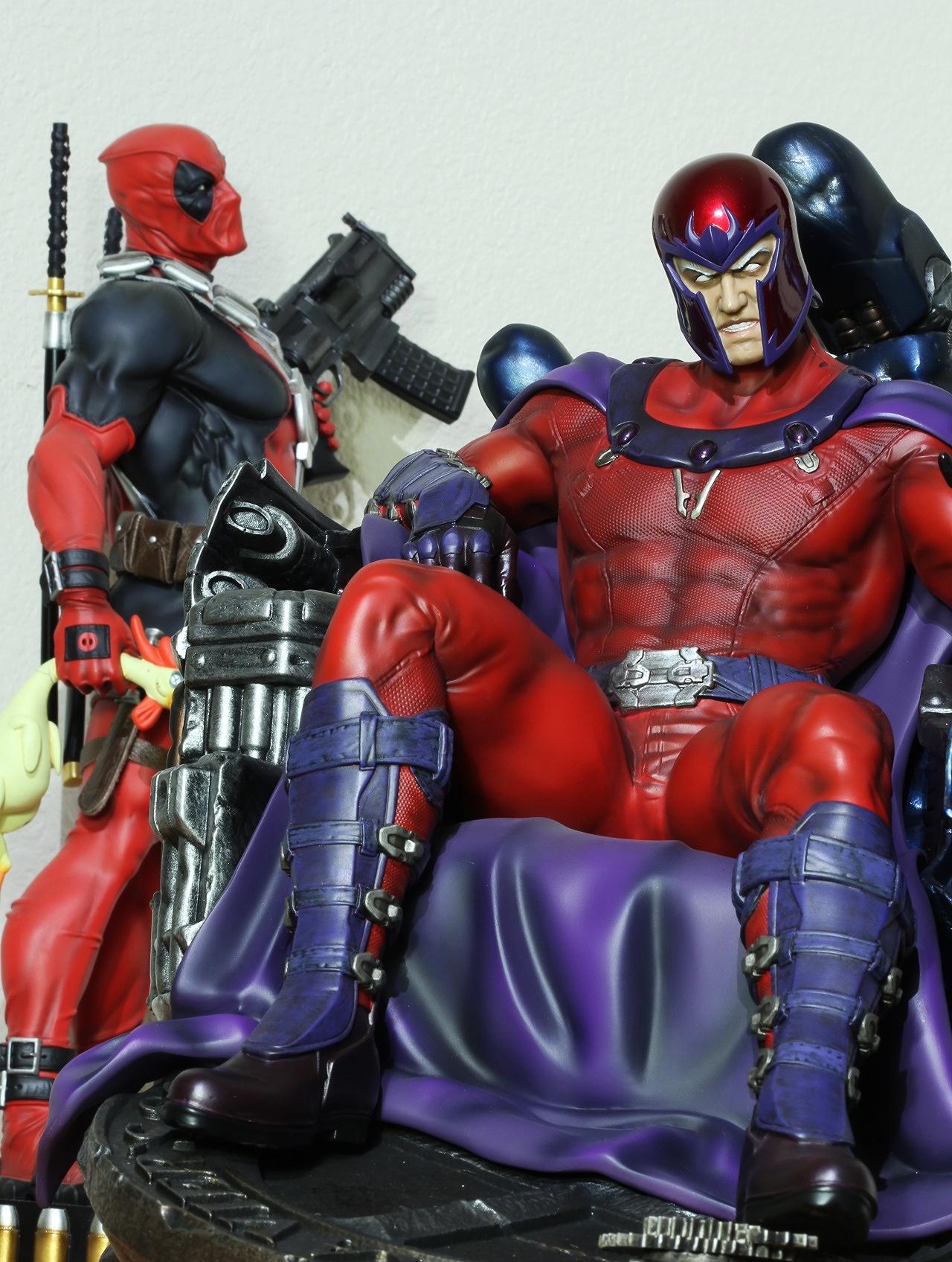 Premium Collectibles : Magneto on Sentinel Throne - Page 13 15664448633_e04d339015_o