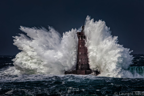 sea mer lighthouse france brittany wave bretagne vague phare finistère lefour porspoder iroise brestitude ©laurentnévo