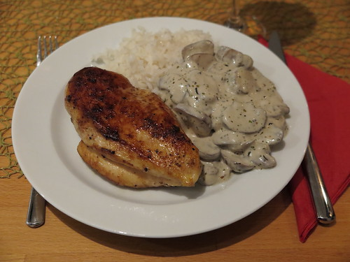 Hähnchenbrustfilet mit Reis und Champignonsoße