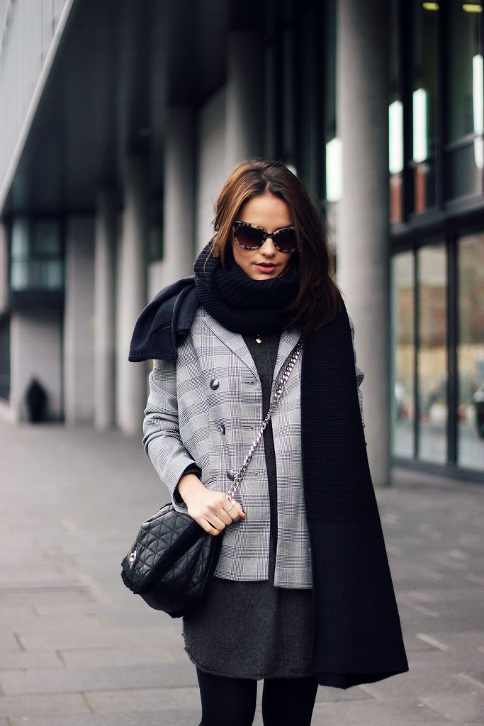 H&M oversized grey knitted jumper 1