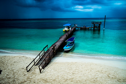 blue sea storm beach water rain docks boats island islands boat dock sand shoreline carribean stormy honduras shore beaches roatan raining seas rained qualistat