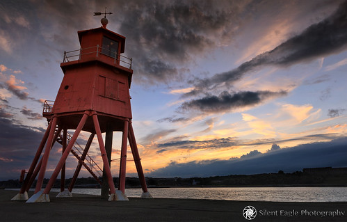 sunset red sea lighthouse seascape clouds canon photography grey silent eagle north east sep northeast southshields phare rivertyne herdgroynelighthouse copyright© silenteaglephotography mg3301 silenteagle09
