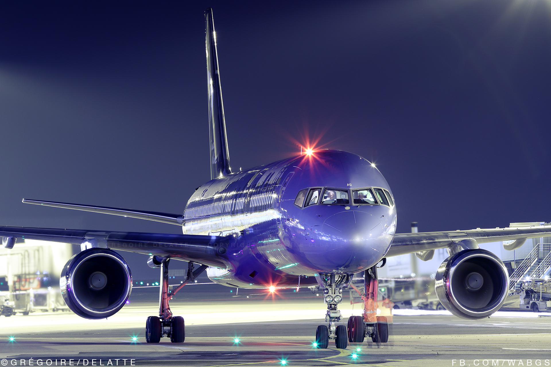 La Compagnie F-HTAG - Paris CDG at night