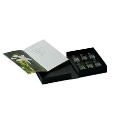 Le Nez du Cafe: Temptation 6 Aromas  Harga Rp 650.000  Discover 6 major aromatic notes of coffee from the 4 most distinctive aroma groups (dry/vegetal, fruity, animal, toasty). In what types of coffee do they appear? The illustrated booklet gives a consci