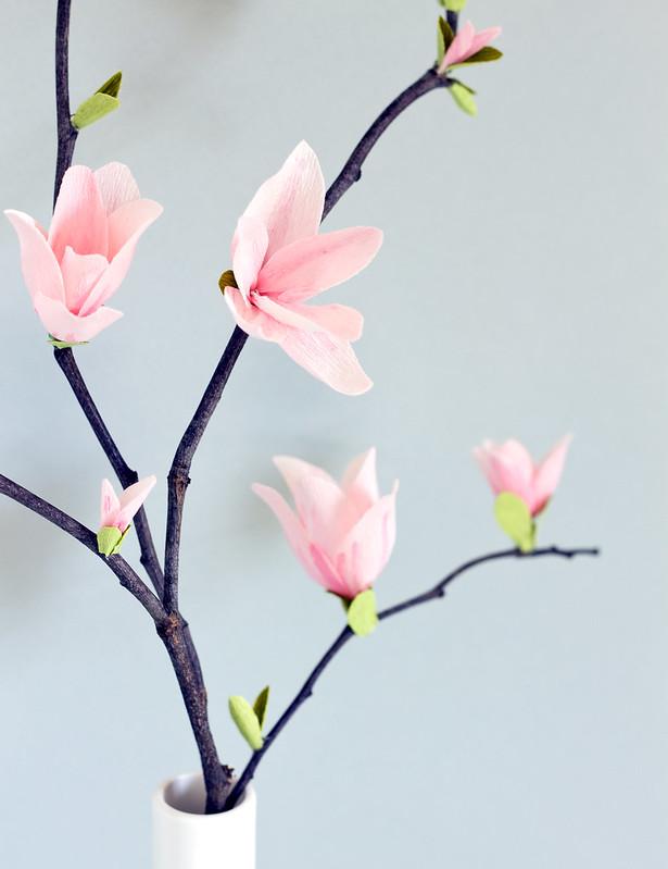 DIY Paper Magnolia Blossoms | www.vitaminihandmade.com
